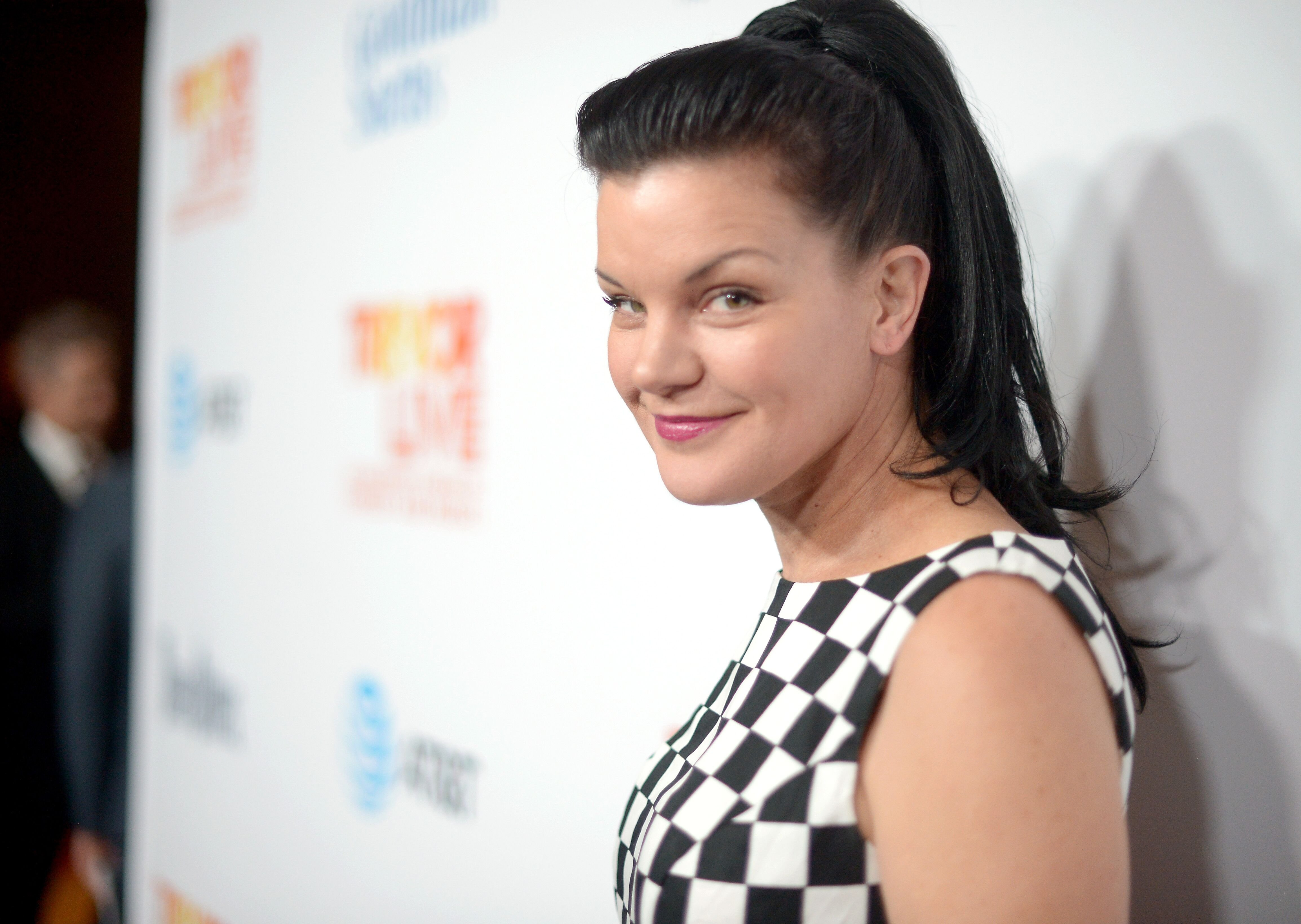 Pauley Perrette walks the red carpet. | Source: Getty Images