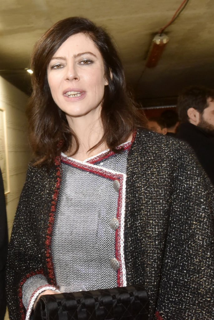 Anna Mouglalis assiste à la photocall Ruinart & David Shrigley - Unconventional Bubbles Exhibition à l'Opéra Bastille le 05 mars 2020 à Paris, France. | Photo : Getty Images.