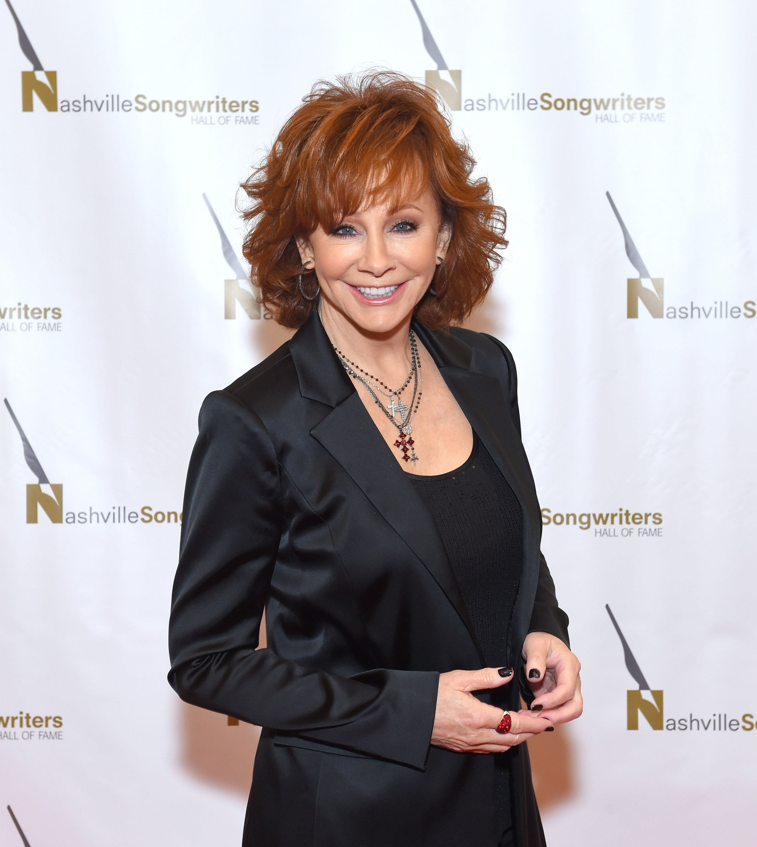 Reba McEntire looking stylish in a black suit at the Nashville Songwriters Hall of Fame Gala, October, 2018. | Photo: Getty Images.