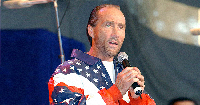Lee Greenwood, Author of 'God Bless the USA,' Defends Kelly Clarkson
