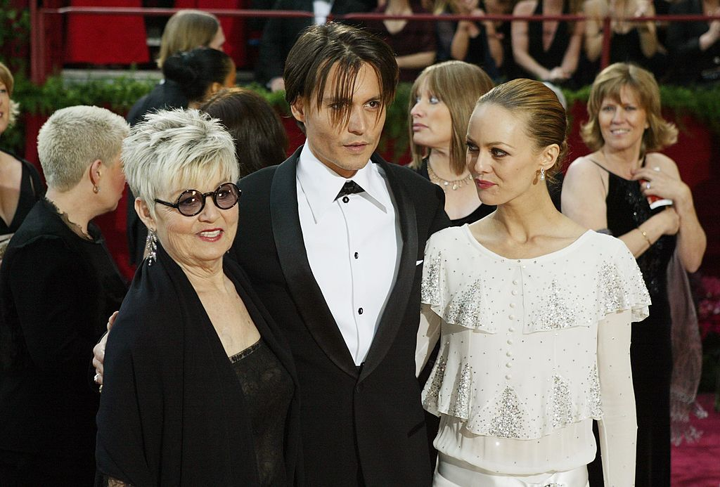 Johnny Depp, mother Betty Sue Palmer and Vanessa Paradis at the 76th Annual Academy Awards in 2004 | Source: Getty Images