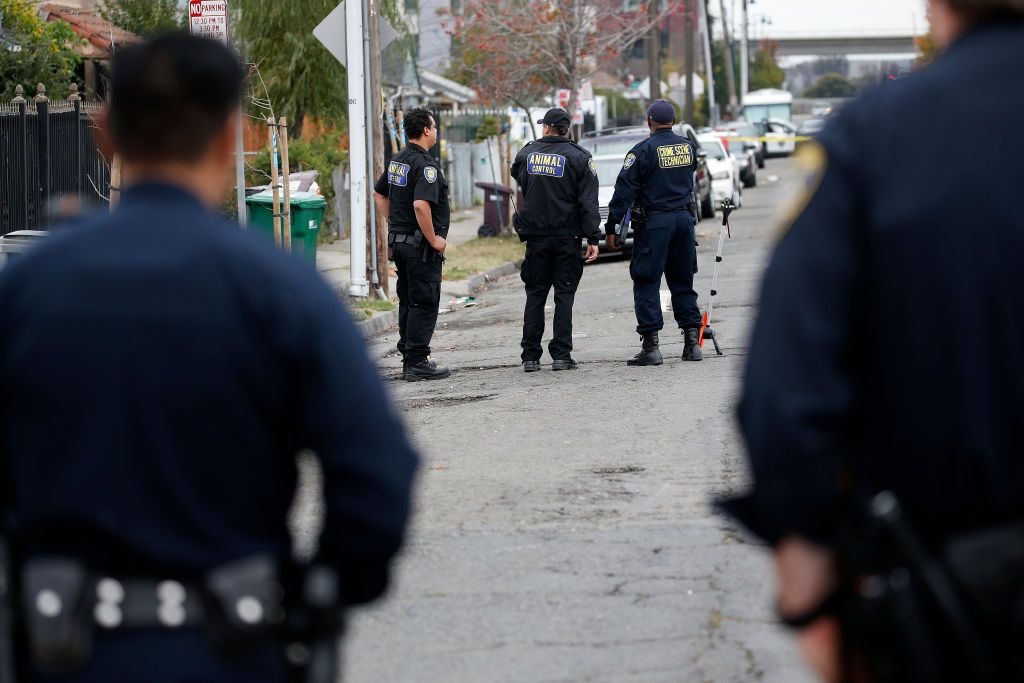 Oakland police and animal control respond to the scene of a shooting that happened on Tuesday, December 3, 2019. | Photo: Getty Images