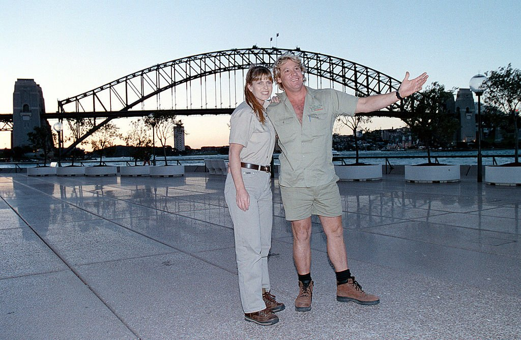 Late Steve Irwin with his wife Terri at Collision Course Premiere on September 07, 2002 | Photo: Getty Images