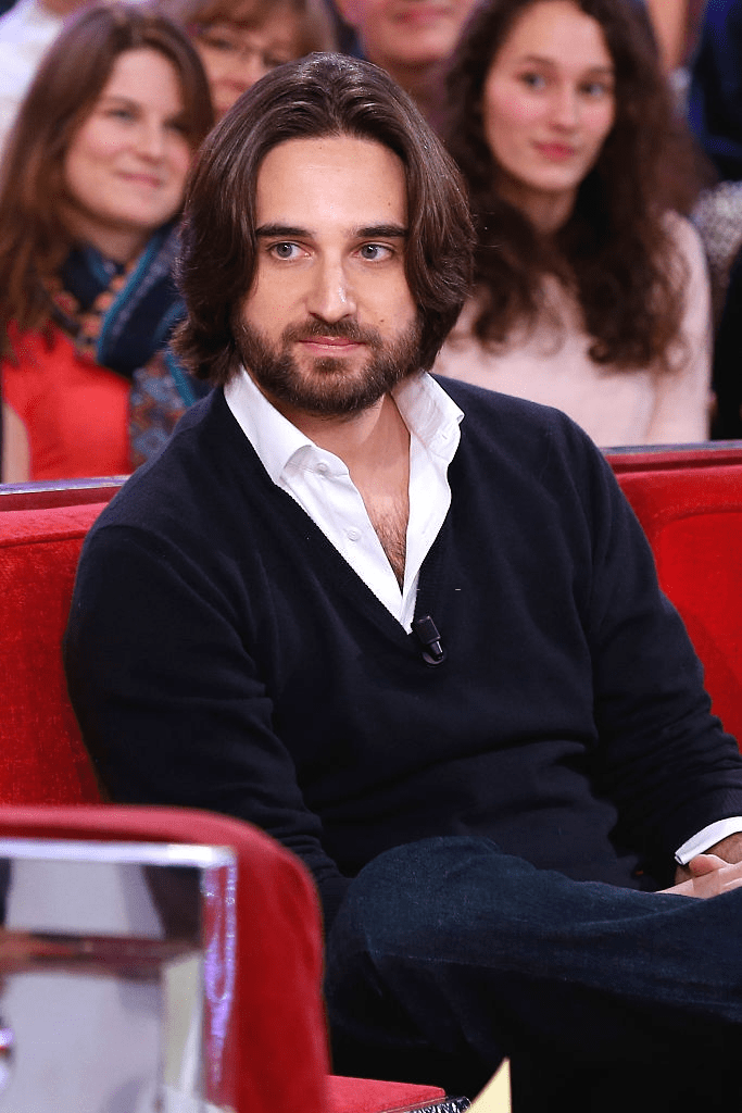 "PARIS, FRANCE - 17 DÉCEMBRE : Le fils de Carole Bouquet, Dimitri Rassam assiste à l'émission de télévision française ""Vivement Dimanche"" au Pavillon Gabriel le 17 décembre 2014 à Paris, France. 