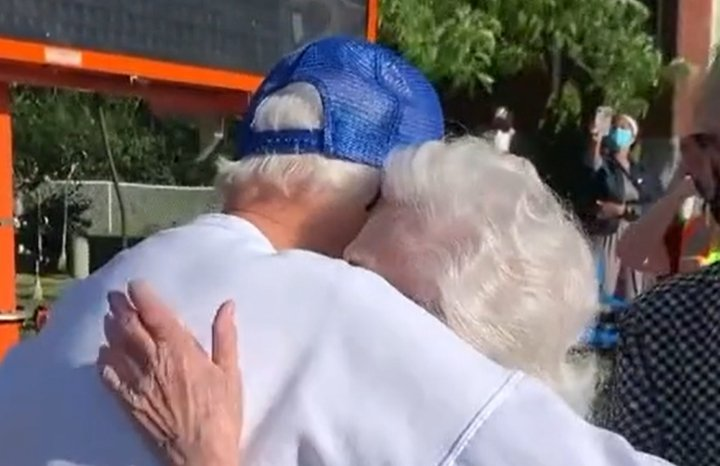 100-year-old man reunited with his 98-year-old sister Jean for the first time since the pandemic started   Photo: Tiktok/emilyknight75