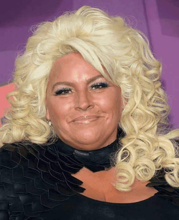 Beth Chapman poses on the red carpet at the 2014 CMT Music awards, on June 4, 2014, in Nashville, Tennessee. | Source: Michael Loccisano/Getty Images