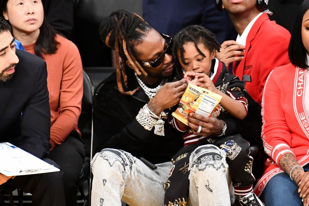 2 Chainz spending quality time with Halo at an NBA game in March 2019. | Photo: Getty Images