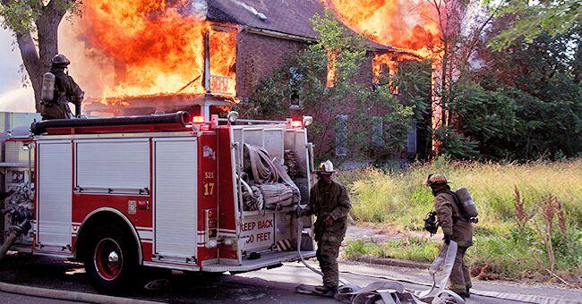 Un jeune homme raconte comment il a sauvé ses neveux et sa nièce dans une maison en feu