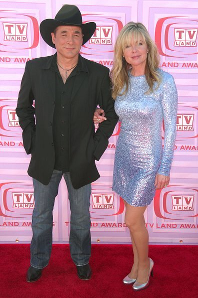 Clint Black and Lisa Hartman Black at Universal Studios on April 19, 2009 | Photo: Getty Images