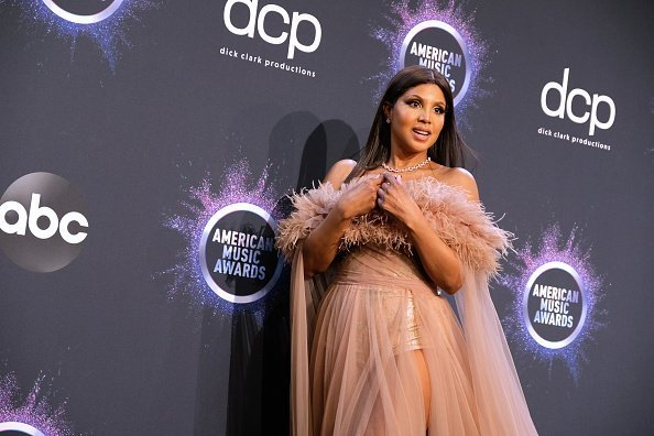 Toni Braxton posing in the press room at the 2019 American Music Awards in Los Angeles, California.| Photo: Getty Images.