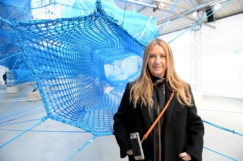 Anya Hindmarch pose à la présentation d'Anya Hindmarch pendant la Fashion Week de Londres | Photo : Getty Images