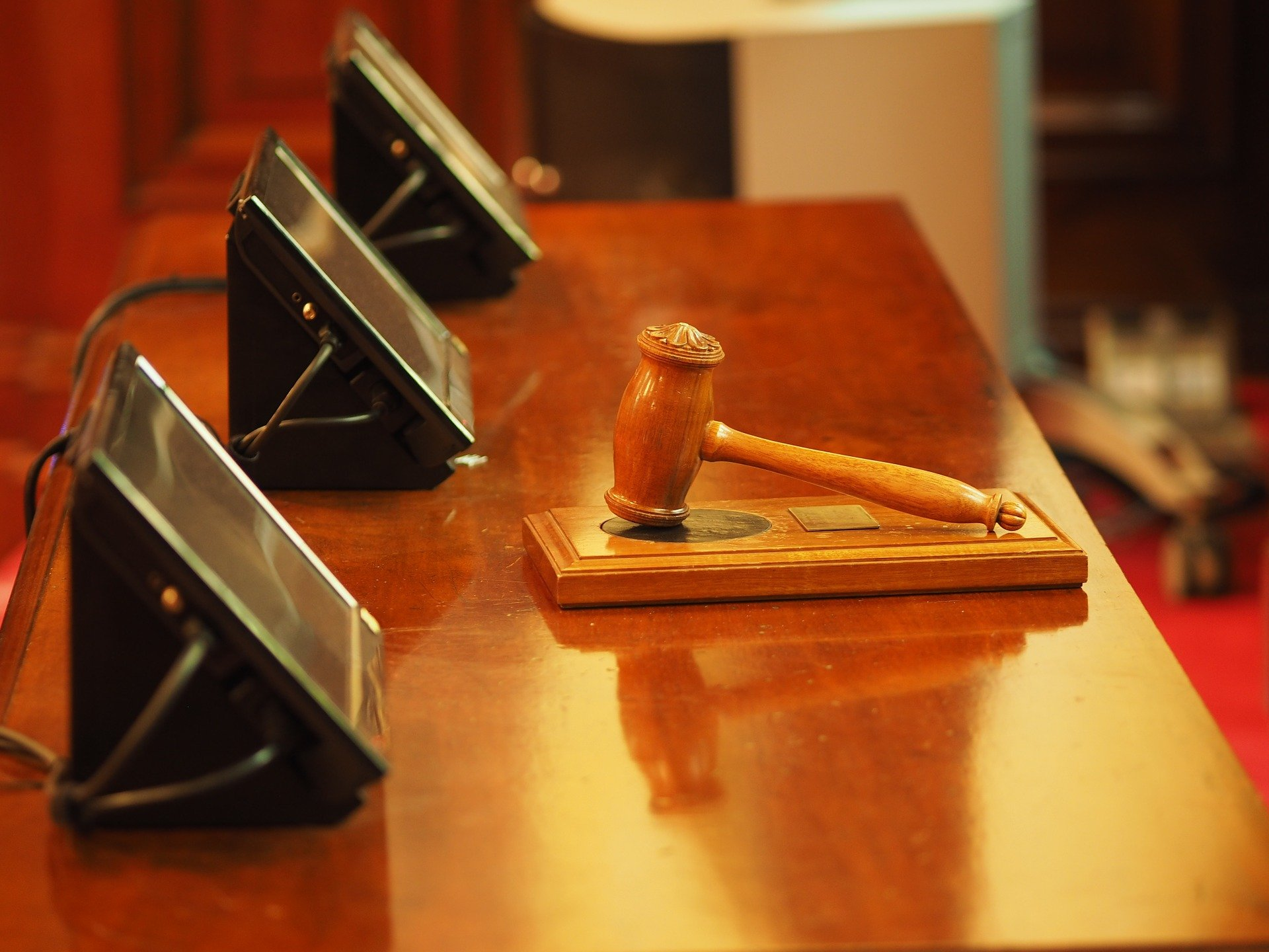 A courtroom bench with a gavel sitting on top   Photo: Pixabay/Daniel Bone