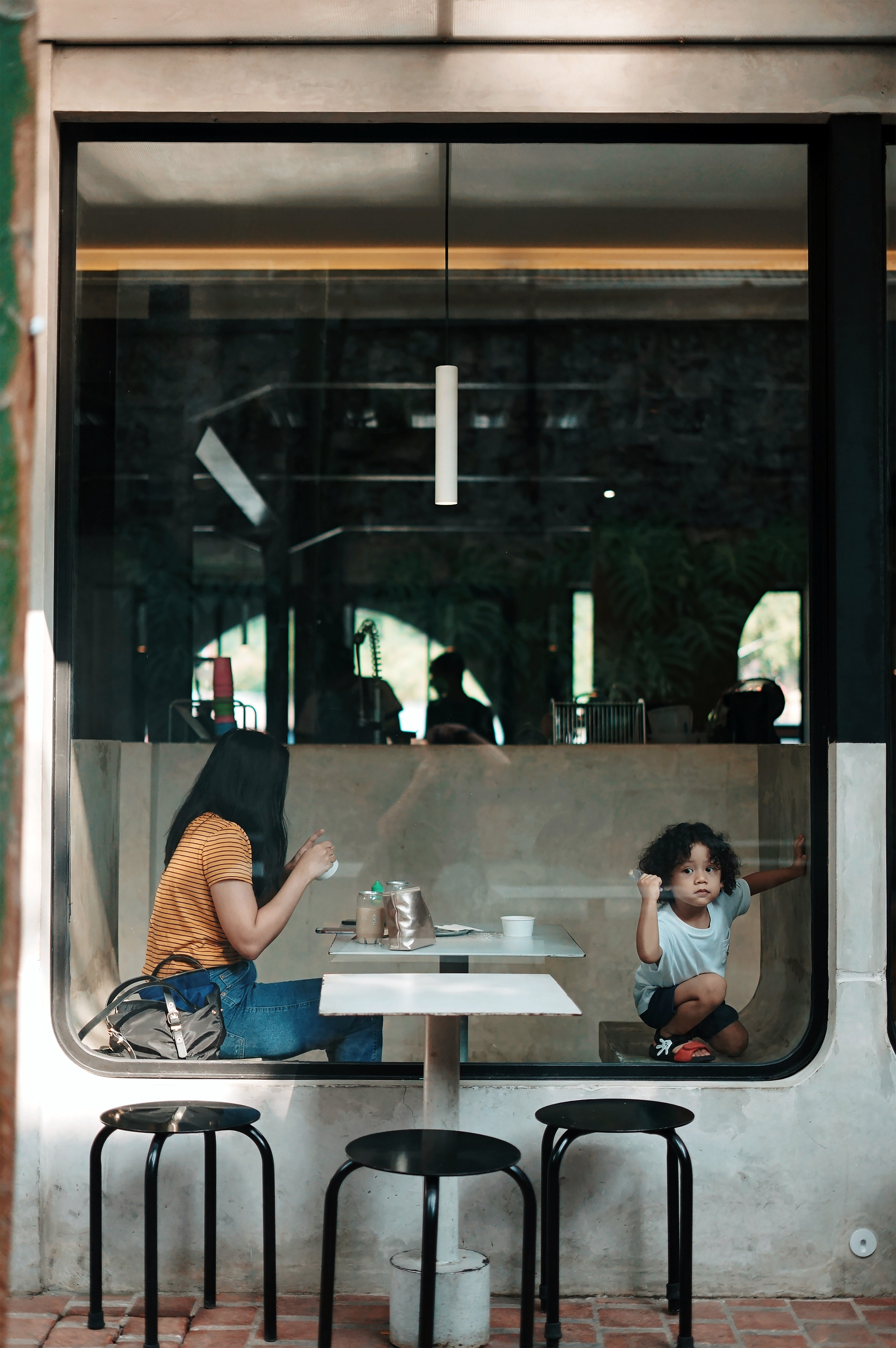 Woman dining with a kid | Photo: Unsplash