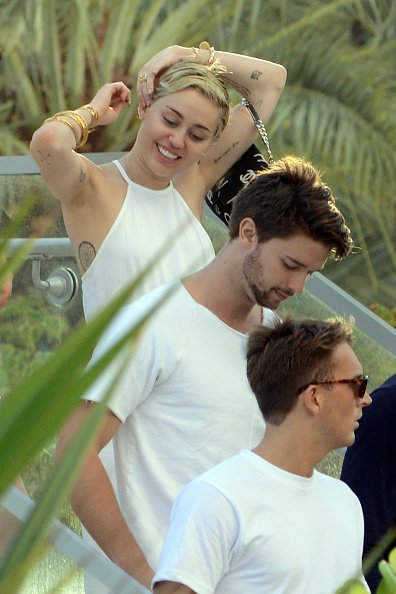 Cody Simpson and Miley Cyrus is sighted at La Cote in the Fontainebleau Miami Beach Florida in Miami | Photo: Getty Images