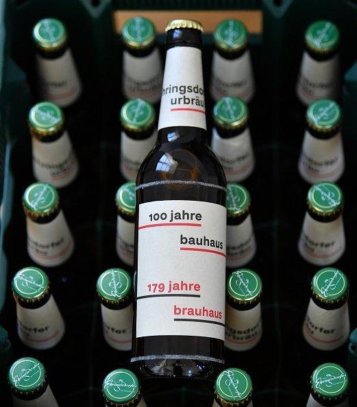 Un homme demande une bière à sa femme, mais elle était réticente à lui en acheter une : Getty Images