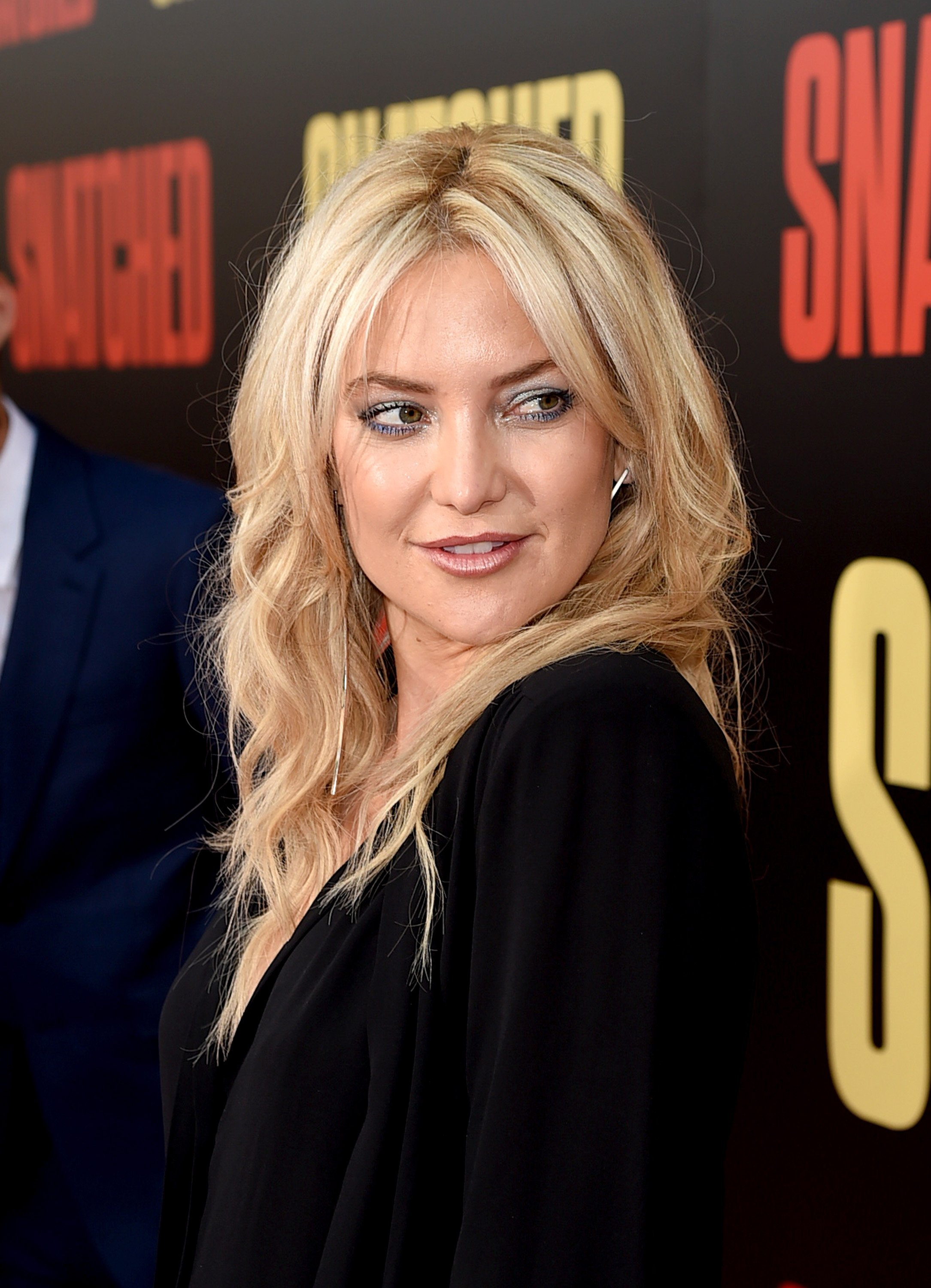 "Kate Hudson arrives at the premiere of 20th Century Fox's ""Snatched"" at the Village Theatre on May 10, 2017, in Los Angeles, California. 