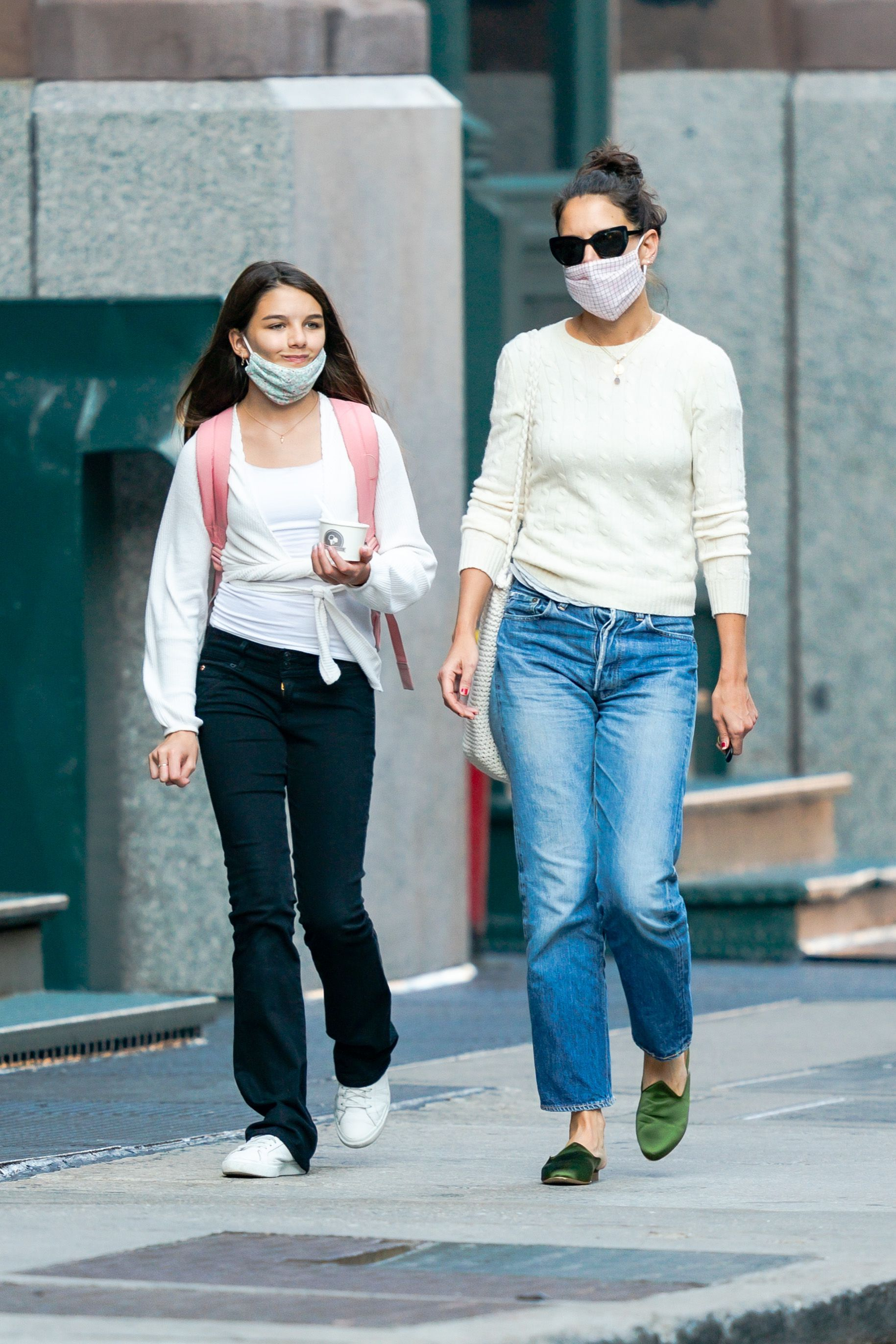 Suri Cruise and Katie Homes pictured in New York City, 2020. | Photo: Getty Images