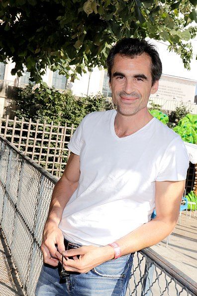 Raphael Enthoven pose lors d'une séance de portrait à Paris, France, le 23/06/2017. | Photo : Getty Images