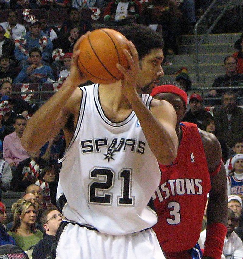 Tim Duncan faces down Ben Wallace in a 2005 game against the Pistons| Source: Wikimedia