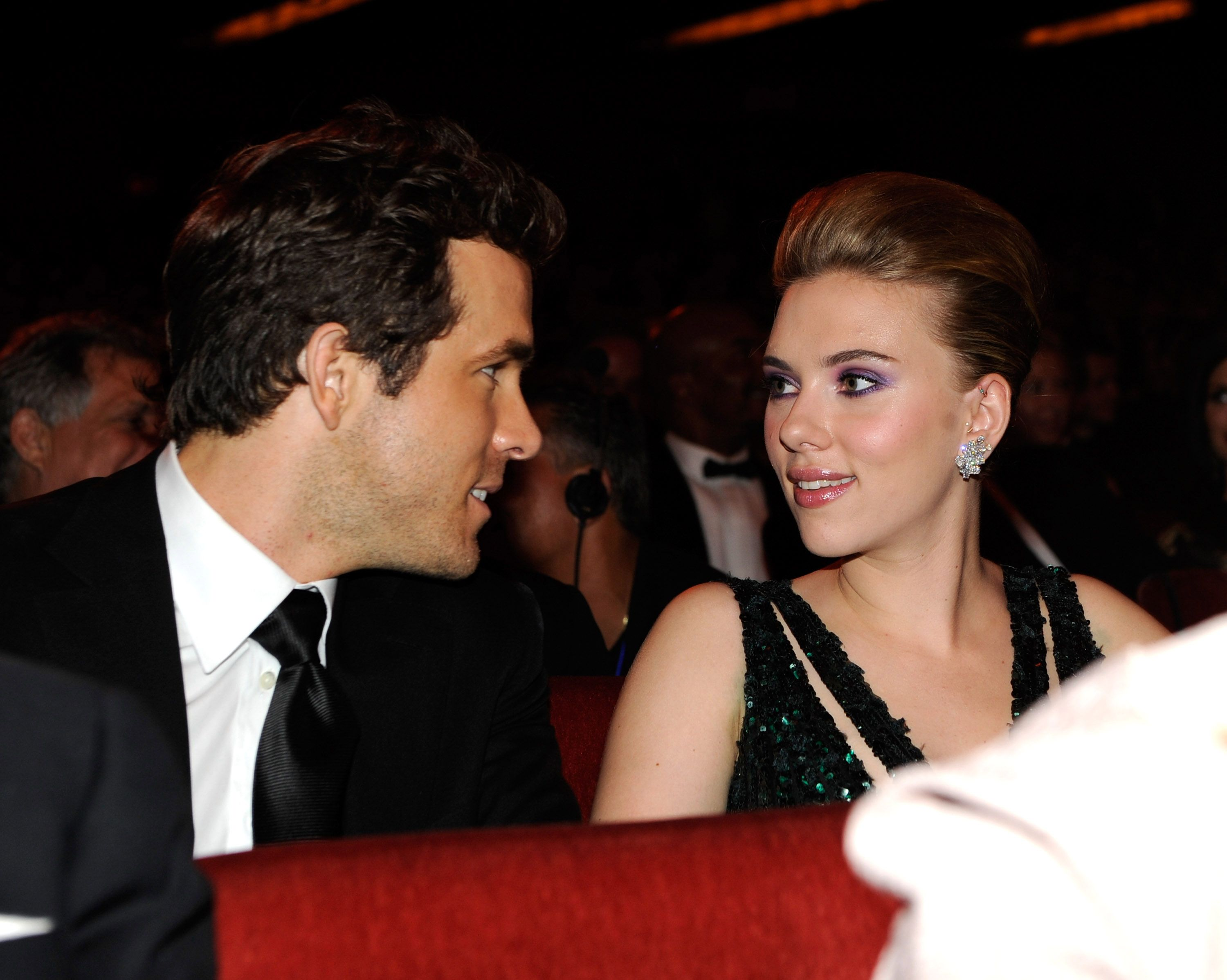 Ryan Reynolds and Scarlett Johansson at the 64th Annual Tony Awards in 2010 in New York City | Source: Getty Images