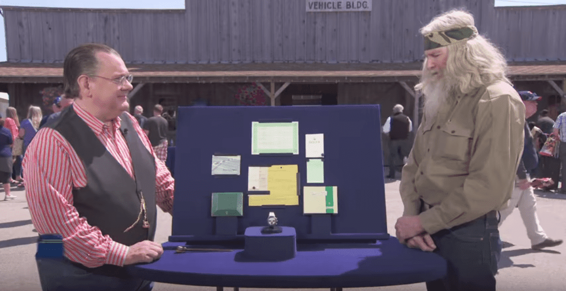 The Air Force veteran explaining how he purchased the 1971 Rolex Oyster Cosmograph to the appraiser, Peter Planes. | Photo: YouTube/Antiques Roadshow PBS