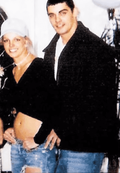 Britney Spears and Jason Alexander in 2004. | Photo: YouTube/ Clevver News
