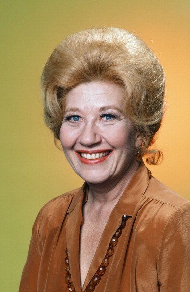 Charlotte Rae as Edna Garrett posing for a photo.| Photo: Getty Images.