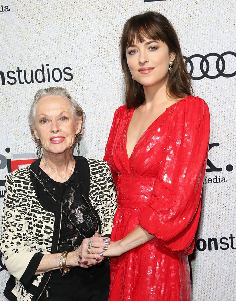 Tippi Hedren and Dakota Johnson at ArcLight Cinerama Dome on October 24, 2018 in Hollywood, California. | Photo: Getty Images
