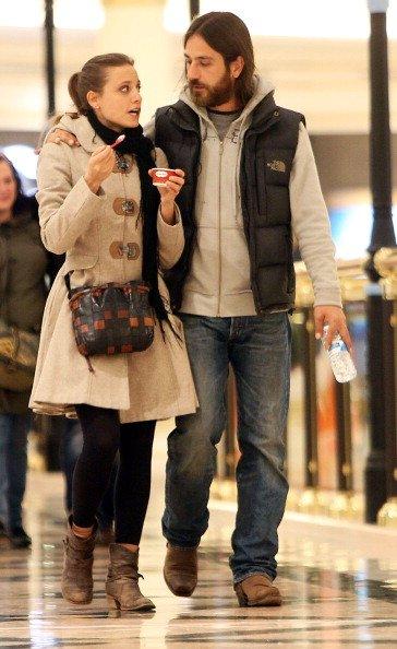 La actriz Michelle Jenner y su novio serán vistos el 12 de marzo de 2013 en Madrid, España. | Fuente: Getty Images