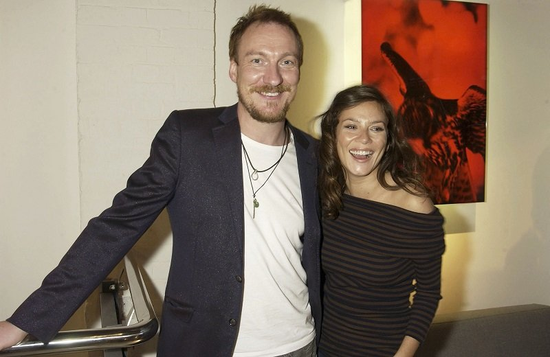 David Thewlis and Anna Friel on July 8, 2004 in London | Photo: Getty Images