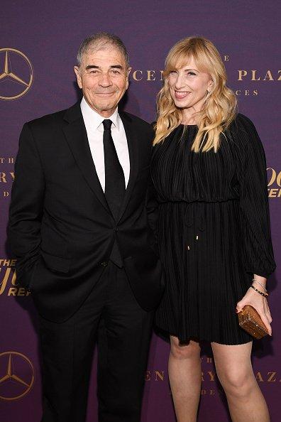Robert Forester et son invité assistent à la soirée de remise des Oscars du Hollywood Reporter 2019 au CUT le 4 février 2019 à Beverly Hills, Californie.   Photo : Getty Images