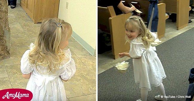 Niña de las flores está demasiado asustada para caminar hacia el altar, hasta que entra el padrino