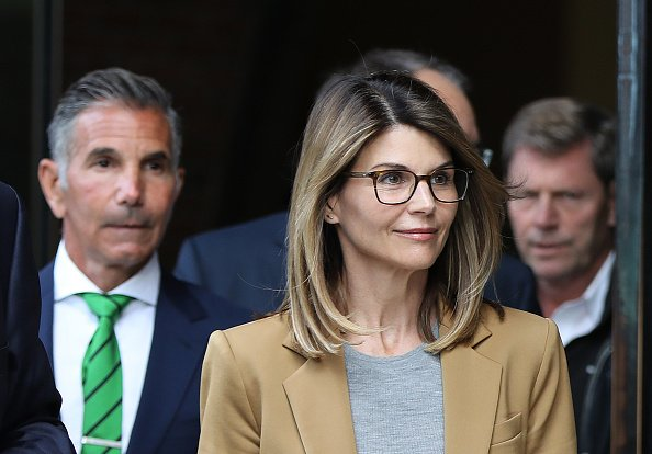 Actress Lori Loughlin and her husband Mossimo Giannulli, wearing green tie at left, leave the John Joseph Moakley United States Courthouse in Boston on April 3, 2019. | Photo: Getty Images