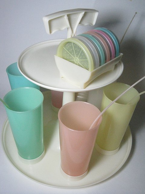 A set of Carousel Caddy Tupperware line. | Source: Flickr