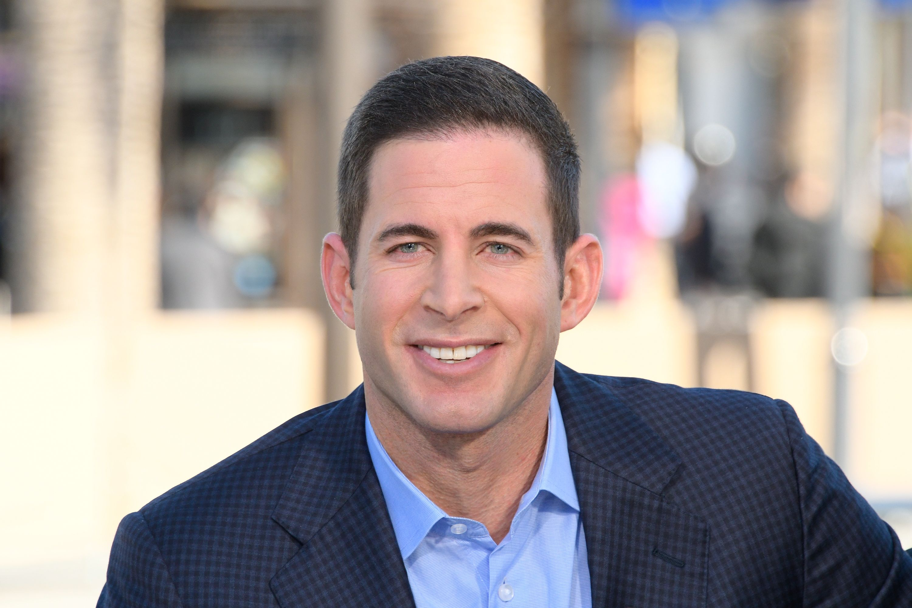 """Tarek El Moussa visits """"Extra"""" at Universal Studios Hollywood on February 28, 2017, in Universal City, California   Photo: Noel Vasquez/Getty Images"""