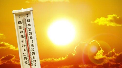 Avertissement de température chaude avec un thermomètre | Photo : Shutterstock