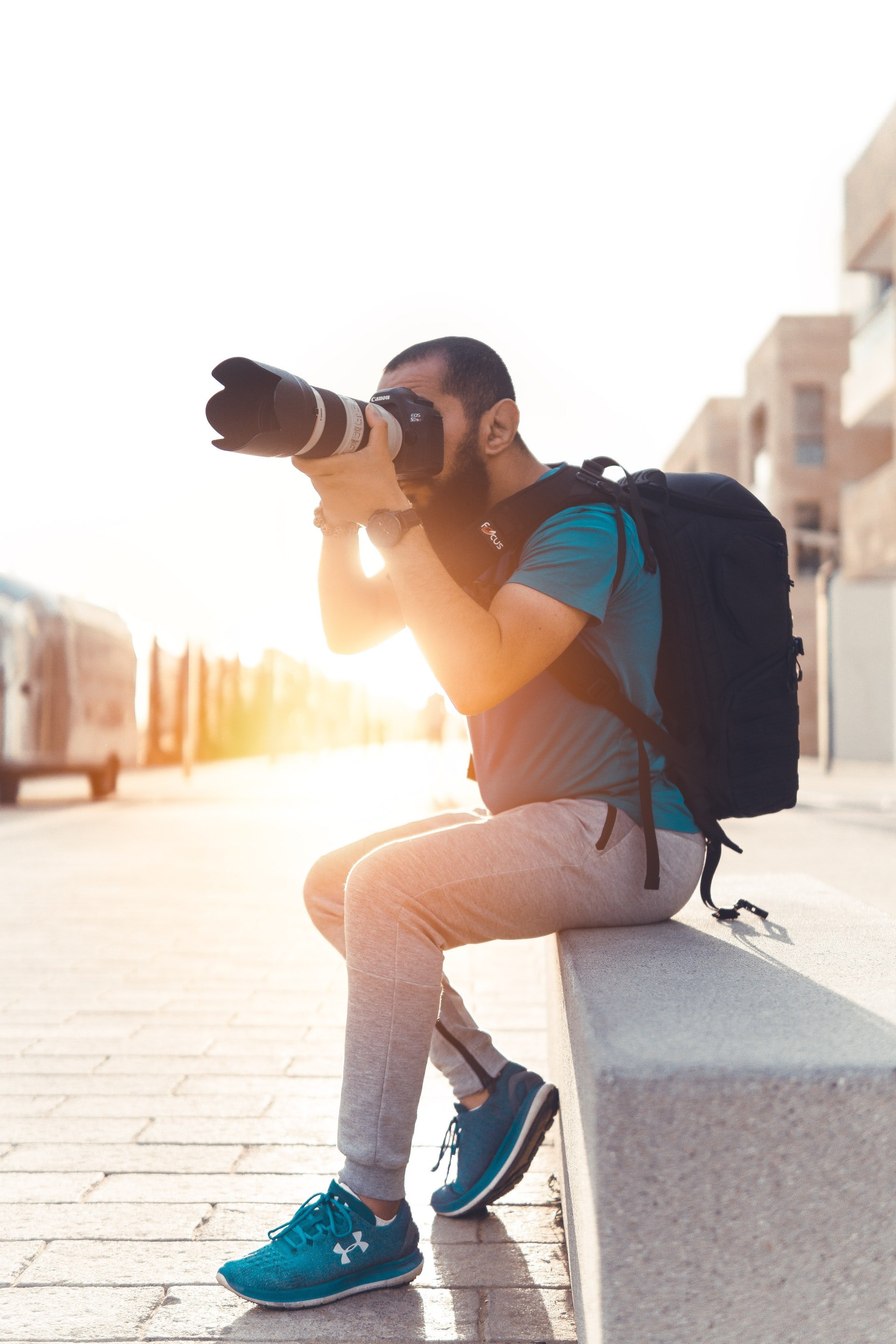 Photo of a photographer taking pictures   Photo: Pexels