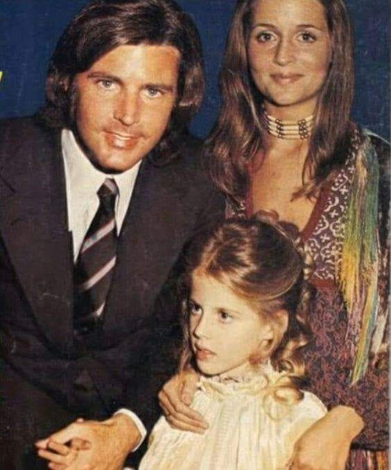 Tracy Nelson with her parents Nick Nelson and Kristin Harmon. | Source: Facebook/TracyKritstineNelson