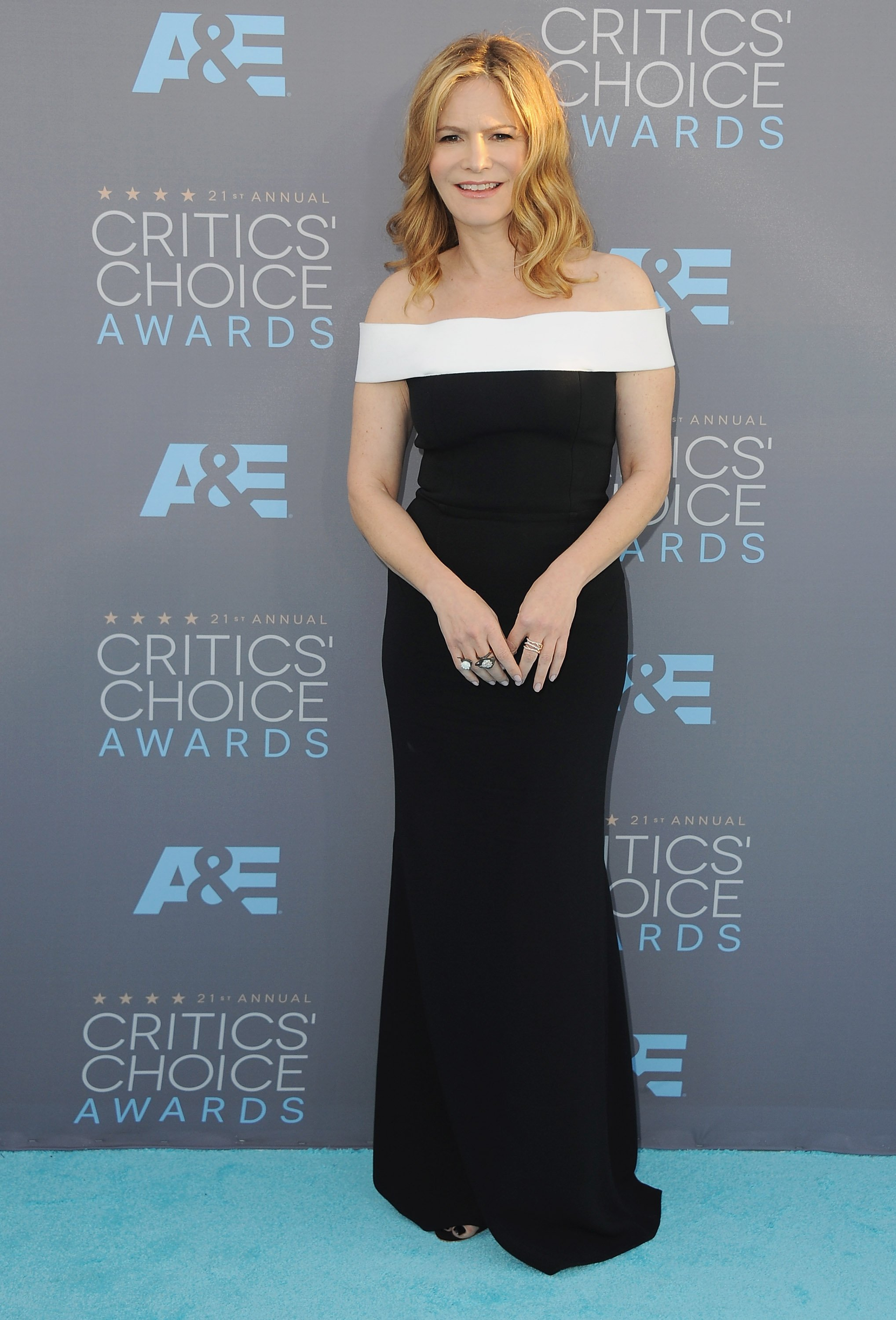 Actress Jennifer Jason Leigh arrives at The 21st Annual Critics' Choice Awards at Barker Hangar on January 17, 2016 in Santa Monica, California.   Source: Getty Images