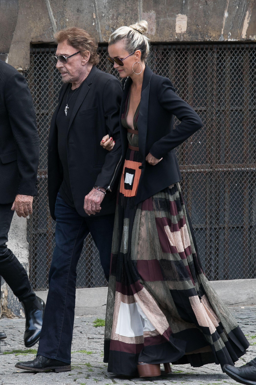 Johnny malade, accompagné par Laeticia. l Source : Getty Images
