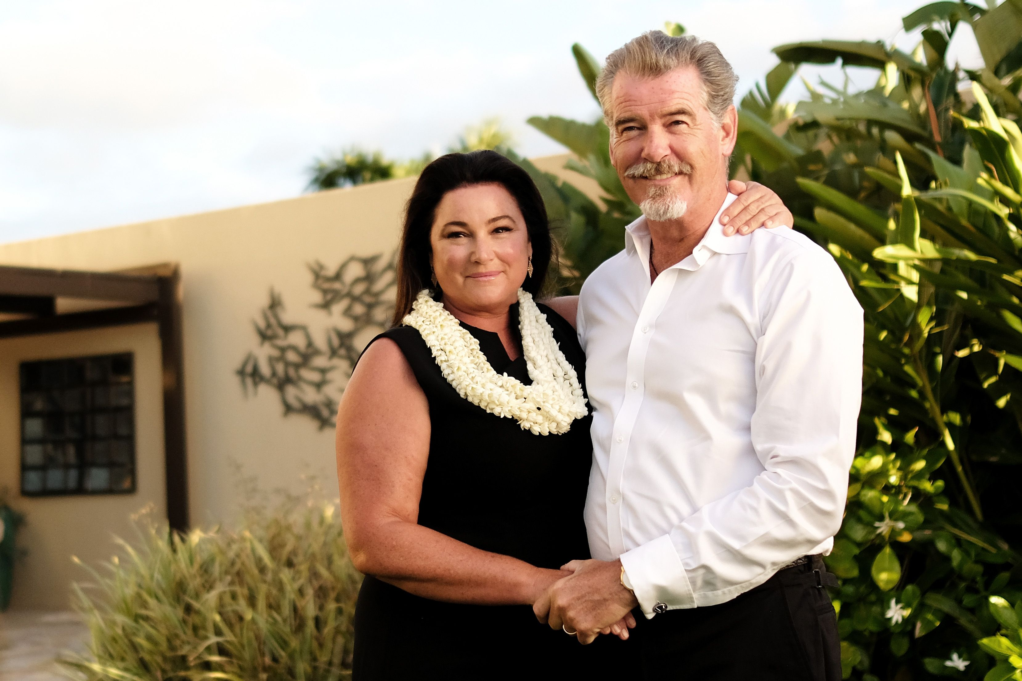Keely Shaye Smith and Pierce Brosnan recipients of the Pathfinder Award, pose for a portrait during day three of the 2017 Maui Film Festival At Wailea on June 23, 2017 | Photo: Getty Images