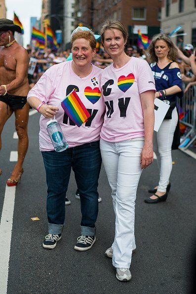 Cynthia Nixon and Christine Marinoni at the 2018 New York City Pride March on June 24, 2018 in New York City | Photo: Getty Images
