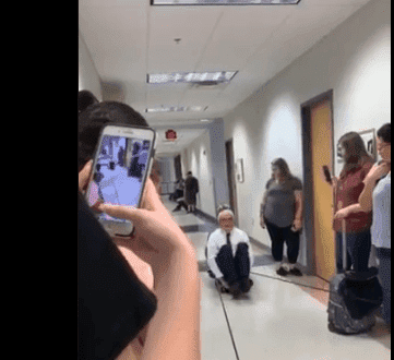 Professor, David Wright, teaching his students Physics by demonstrating his lessons | Photo: Twitter/@it'sErica