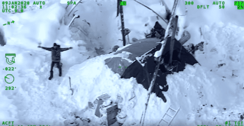A 30-year-old Alaska man, Tyson Steele trapped on a mountain | Photo: Facebook/Alaska State Troopers