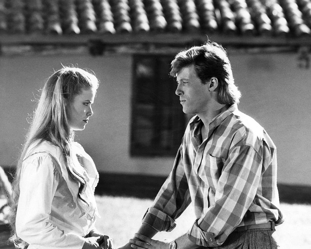 Kristina Wagner and Jack Wagner film a scene for 'General Hospital' on October 10, 1984. | Photo: Getty Images