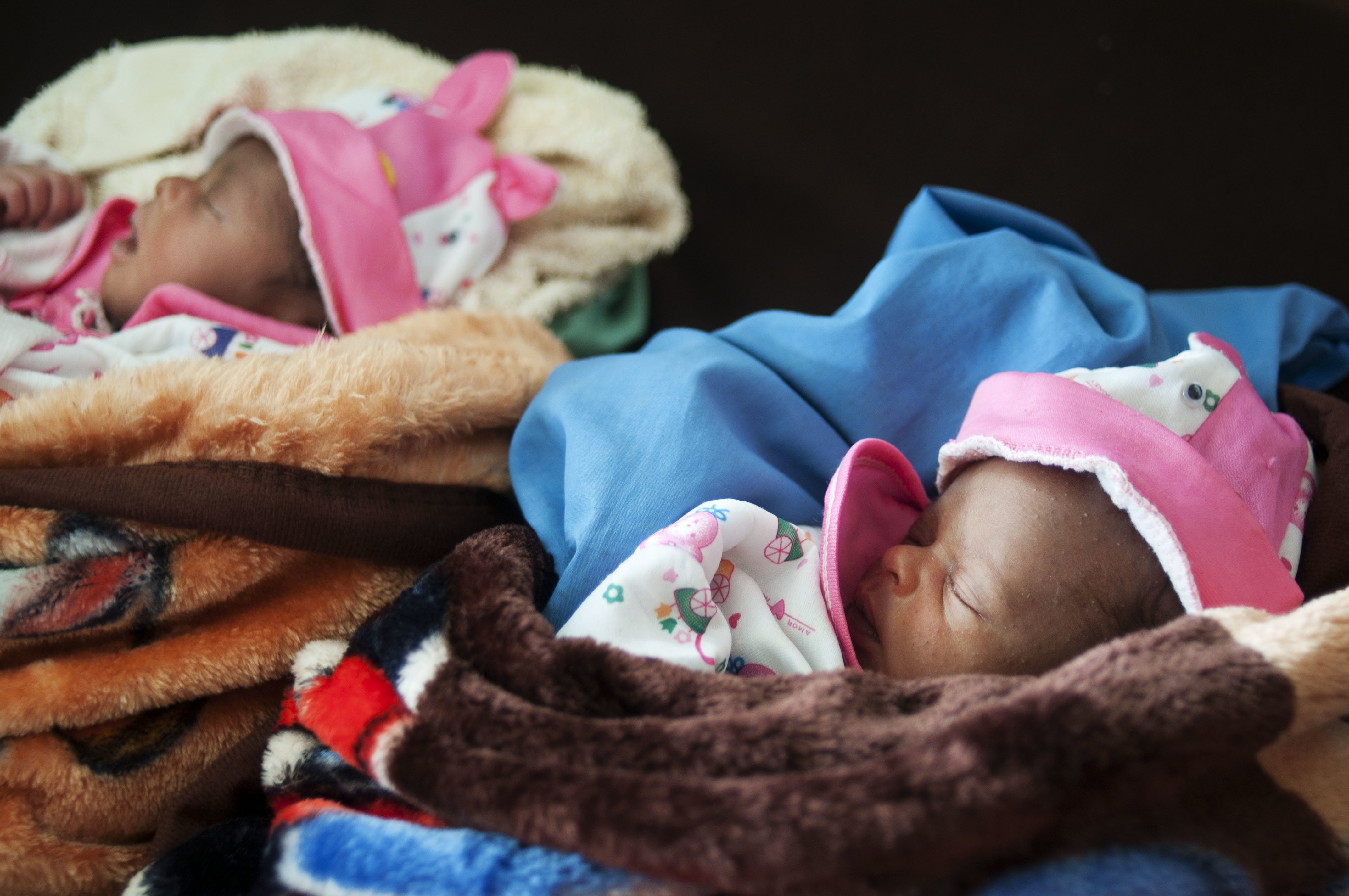 New born twins Marina and Nina, Central African Republic. August 2012| Photo: Getty Images