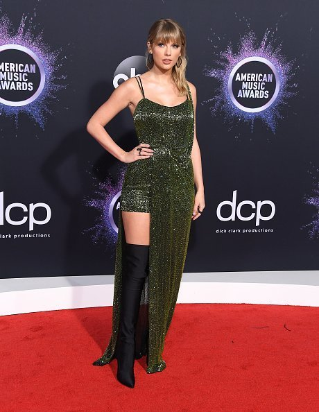 Taylor Swift arrives at the 2019 American Music Awards on November 24, 2019 | Photo: Getty Images