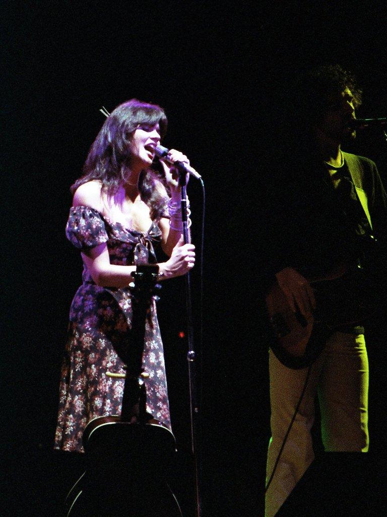 Linda Ronstadt cantando en un concierto. | Foto: Flickr