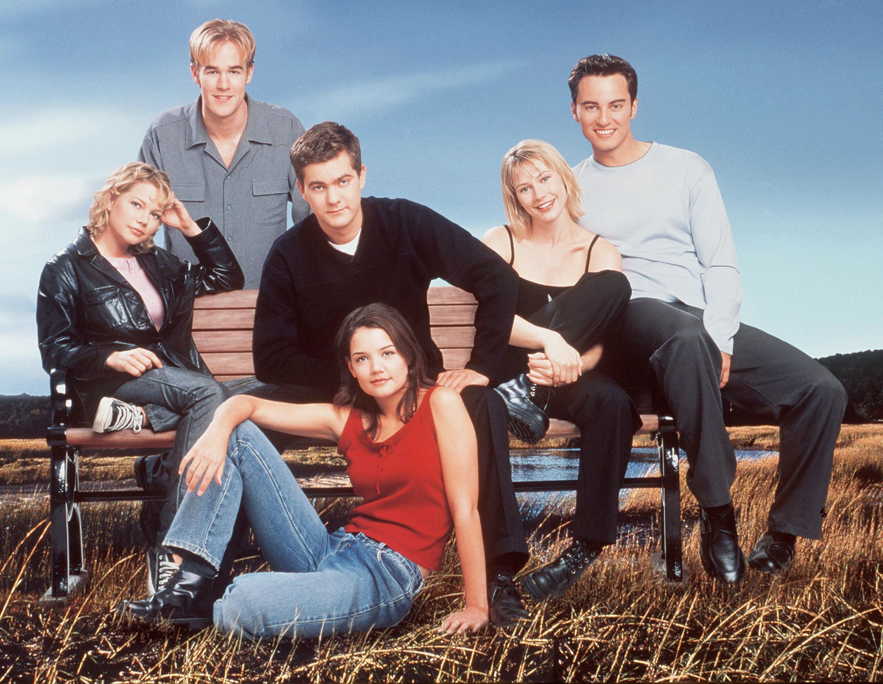 """The cast of television's """"Dawson's Creek"""" poses for a photo. James Van Der Beek stands in the back row. In the middle row from left to right are Michelle Williams, Joshua Jackson, Meredith Monroe and Kerr Smith. Katie Holmes sits in front.   Getty Images"""