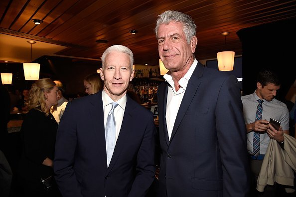 Anderson Cooper and Anthony Bourdain at The Theater at Madison Square Garden on May 18, 2016 in New York City | Photo: Getty Images
